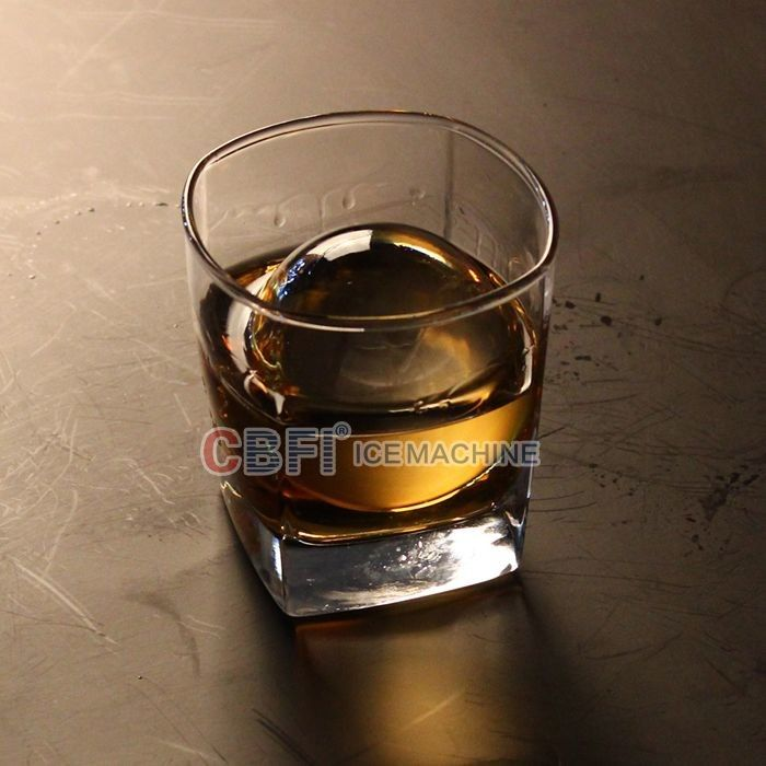 High Grade Round Ball Ice Maker For Bar With Whiskey 100% Transparent supplier